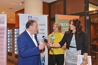 01.Ο Costantino Salis δίνει συνέντευξη στην ιταλίδα δημοσιογράφο της Rai3 Marina Kaffes και στην Κλέλια Χαρίση, παρουσιάστρια της εκδήλωσης για λογαριασμό του ιταλικού καναλιού Mtv 8.