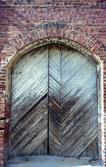 Arched Door (Neal3K) Tags: barnesvillega constructioncamera filmcamera fujiworkrecord35mm georgia kodakportra400 workcamera