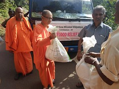 """Kerala Flood Relief Work by Ramakrishna Mission, Coimbatore <a style=""""margin-left:10px; font-size:0.8em;"""" href=""""http://www.flickr.com/photos/47844184@N02/44509210361/"""" target=""""_blank"""">@flickr</a>"""