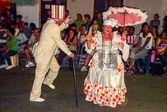 2010-02-04 Desfile de Llamadas en Montevideo (50) - Desfile de Llamadas (Parade der Rufe), Karnevalsumzug in Montevideo, Uruguay (mike.bulter) Tags: karneval carnival umzug parade karnevalsumzug dance dancer desfiledellamadas frau man mann menschen montevideo people southamerica suedamerika taenzer tanz uruguay woman barriosur ury carnaval