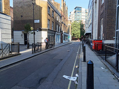 Riding House Street. 20180917T16-03-08Z (fitzrovialitter) Tags: england gbr geo:lat=5151846000 geo:lon=014146000 geotagged oxfordcircus unitedkingdom westendward peterfoster fitzrovialitter city camden westminster streets urban street environment london fitzrovia streetphotography documentary authenticstreet reportage photojournalism editorial captureone olympusem1markii mzuiko 1240mmpro microfourthirds mft m43 μ43 μft ultragpslogger geosetter exiftool rubbish litter dumping flytipping trash garbage