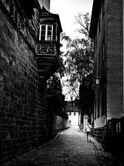 In Bamberg am Michelsberg (Maquarius) Tags: bamberg michelsberg gasse erker alter mann kopfsteinpflaster altstadt
