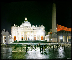Better at the night (laluzdivinadetusojos) Tags: rome st peter roma night