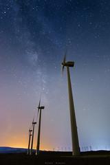 Soplando estrellas (sergio estevez) Tags: azul color cielo estrellas granangular luz landscape largaexposición lajanda nocturna molinos vialactea stars sergioestevez