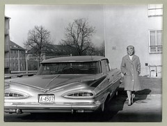 "1959 Chevrolet Impala Sport Sedan (Vintage Cars & People) Tags: vintage classic black white ""blackwhite"" sw photo foto photography automobile car cars motor chevrolet chevy impala sportsedan chevroletimpala 1959chevrolet 1959chevy 1960s sixties fashion lady blonde coat pumps heels"