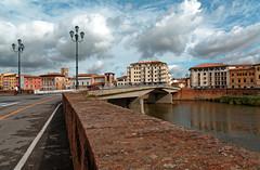 Pisa / Ponte della Forteza / Lungarno (Pantchoa) Tags: pise italie ville pont nuages réverbères rue route eau fleuve arno rivière maisons immeubles perspective quai lungarno palazzomedici chiesasanmatteo