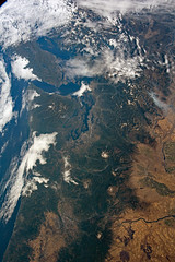 Canada and the US and the Pacific Ocean (sjrankin) Tags: 11september2018 edited nasa iss iss056 iss056e161142 oregon washington britishcolumbia canada clouds pacificnorthwest volcanoes cascademountains olympicpeninsula pacificocean