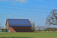 Still under high voltage, but the future is already on the roof. (Manfred_H.) Tags: technik technology energie energy power powerline solar panel cells photovoltaic