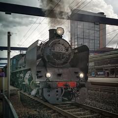 1009. (tkaiponen) Tags: train locomotive steamengine steam 1009 ukkopekka vantaa finland espoo leppävaara platform building powerline cables fall autumn