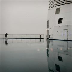 #43 (nicolas.eliard) Tags: gris grey pluie rain winter hiver gb portsmouth ferry manche seaside sea nicolaseliard eliard square carré
