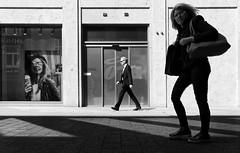 stylish (Guido Klumpe) Tags: frau women lady beauty mann men kontrast contrast gegenlicht shadow schatten silhouette gebäude architecture architektur building perspektive perspective leonegraph streetphotographer streetphotography candid unposed street germany deutschland city stadt monochrome bw blanco negro bn sw schwarz weis panasonicgx80 mft hannover