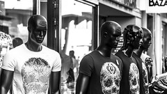 Statues. (Canad Adry) Tags: sony e pz 18105mm g oss nice france street rue scene statue mannequin magasin shop noir et blanc black white bw fear shirt af zoom mount
