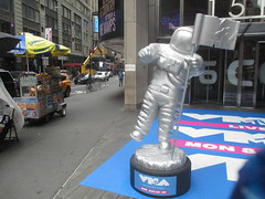 MTV Astronaut Award Guy Times Square NYC 7909 (Brechtbug) Tags: mtv awards silver styrofoam astronaut michelin man character guy hanging out times square nyc 2018 new york city 08192018 cable tv music television brand advertisement tire tires transportation balloon moon logo automotive flag advertising mascot cosmonaut spaceman space men helmet scifi science fiction moonman