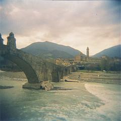 bobbio (thomasw.) Tags: bobbio emiliaromagna italia italien italy expired holga cross crossed travel travelpics wanderlust 120 mf