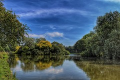 Nature is beautiful! 😊🌳 (LeanneHall3 :-)) Tags: lake reflection trees green leaves blue sky skyscape white clouds cloudsstormssunsetssunrises eastpark hull kingstonuponhull landscape canon 1300d groupenuagesetciel