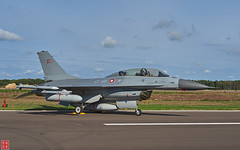 Danish F-16BM Falcon with AIM-120 missiles and External Fuel Tanks (Eadbhaird) Tags: aircraftmfrlockheedmartin aircrafttypef16bblock20mlufightingfalcon' registrationet199 serialnumberl244 operatorroyaldanishairforce unit730esk'birdsong' unitbaseskrydstrupairbase eventbelgianairforceopenday2018 locationkleinebrogel ebbl belgium aviation aim120 rdaf staticdisplay fokker twoseat externalfueltank