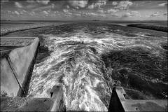 The sluice (Duevel) Tags: bw westerschelde zeeland spuisluis water