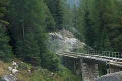 Het spoor wordt tijdens deze hete zomer nat gehouden. (limburgs_heksje) Tags: zwitserland schweiz swiss grimsell pass berner oberland bergen spoor