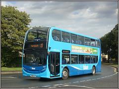 1525, Yarmouth (Jason 87030) Tags: tapnellfarm yarmouth bend corner blue vectis 1525 decker enviro e400 weather island iow isleofwight holiday special term service hw62clv