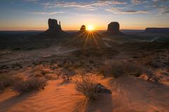 Monument Sunrise (martinsilvestri90) Tags: monument valley buttes sand bush busch sunstar sunrise sunset utah arizona usa america amerika vereinigte staaten berge sonnenaufgang sonnenuntergang nikon d5300 tokina