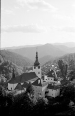 Spania valley (Rolandinco) Tags: slovakia ilford delta 400 35mm blackandwhite fullframe church valley nature filmphotography film