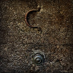 Knocker and Knob (Eric@focus) Tags: crackled door knob knocker old d7100 posterized dxonikfilters pse2018 paca provence detail cropped artisticfilter