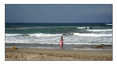 Solitude Standing (Aviones Plateados) Tags: seaside platja playa beach onades olas waves people alone solitude solitud sky cel cielo soledad mar sea horizonte horizont horitzó loneliness cell mobile smartphone phonecamera sonserrademarina mallorca majorca balearicislands islasbaleares illesbalears dona mujer woman candid