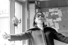 030271 34 (ndpa / s. lundeen, archivist) Tags: nick dewolf nickdewolf photographbynickdewolf blackwhite blackandwhite 35mm film bw 1971 1970s boston massachusetts beaconhill 3mtvernonsquare dewolfhome people woman glasses sunglasses coat chalkboard magnetboard sudieschenck eyesclosed turtleneck sweater march