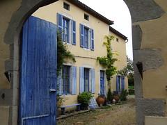 Charroux - Allier (Cherryl.B) Tags: village pittoresque maison bâtiment volets porte bleu porche bourbonnais tourisme