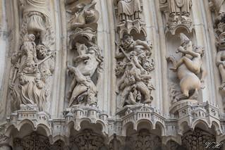 2018/08/21 16h10 portail de Notre-Dame de Paris (détail)