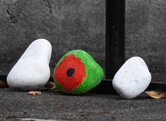 Torfaen Rocks, War Memorial, Workers' Institute, Blaenavon, Pontypool 29 August 2018 (Cold War Warrior) Tags: torfaen rock poppy memorial blaenavon pontypool