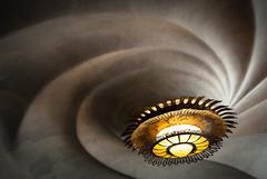 Lamp and Ceiling (Mariene Valesan) Tags: architecture arquitetura architecturephotography architecturedetail casabatllo gaudi antonigaudi travelphotography travelphoto travel barcelona spain espana espanha batllo lamp ceiling