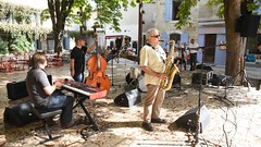 Magnetic Orchestra Trio + Guest star Jean-Jacques  - Apéro Swing Place Favier - Jazz à Saint Rémy (salva1745) Tags: magnetic orchestra trio guest star jeanjacques apéro swing place favier jazz à saint rémy