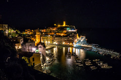 Vernazza (Cinque Terre) bei Nacht (stefangruber82) Tags: italien italy cinqueterre night nacht lights lichter bunt colorful häuser houses