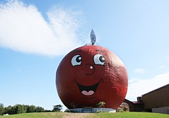 The Big Apple (Cindy's Here) Tags: thebigapple roadsideattraction apple colborne ontario canada canon ansh scavenger9