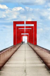 La passerelle // The footbridge