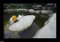 enorme rocher lisse le long du Doubs asséché - Ville du Pont (francky25) Tags: enorme rocher lisse le long du doubs asséché ville pont défilé dentres roches franchecomté fleuve