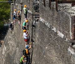 Never take the stairs (frankdorgathen) Tags: menschen people sony sonyrx10m3 sonyrx10iii ruhrpott ruhrgebiet duisburg landschaftsparknord wand wall sport climbing klettern kletterer climber