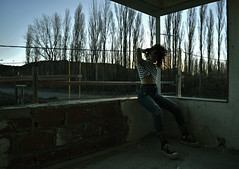 Construccion (floresfernanda1) Tags: girl girlpower light oldschool thriller trapped horror hot fashion feeling urbanlife urban urbanstyle