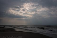 DSC_8027 (hwl.weber) Tags: nikond750 fx lowkey nordsee wolken sonnenstrahlen wasser himmel strand wellen sand küste ozean meer outdoor