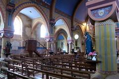 Dans l'église de Larochemillay (godran25) Tags: europe unioneuropéenne france bourgogne burgundy nièvre morvan église édificereligieux catholicisme statues colors couleurs piliers bancs nef chaire peinturemurale peinture