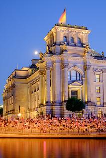 Sommerabend am Reichstagsgebäude