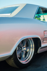 Perfectly creased (GmanViz) Tags: gmanviz car automobile vehicle detail nikon d7000 goodguysppgnationals color 1963 1964 buick riviera roof fender wheel tire chrome