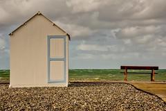 Cayeux-sur-Mer (Patrick Doreau) Tags: baiedesomme manche mer cabane banc ciel picardie somme