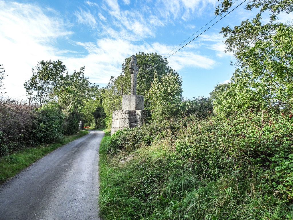 THIS IS THE NEWER HIGH CROSS NEAR TULLY CHURCH [IT IS AT THE SIDE OF A NARROW ROAD OR LANEWAY]-144125