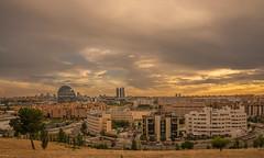 Atardeceres de Madrid. (Amparo Hervella) Tags: madrid españa spain skyline atardecer cielo nube paisajeurbano paisaje edificio coche