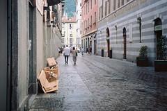 Fuori tutto... (sirio174 (anche su Lomography)) Tags: como centrostorico rifiuti raccolta raccoltadifferenziata oldtown disastro vergogna italia italy