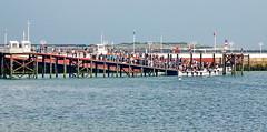 Helgoland: Warten aufs Einbooten (antje whv) Tags: helgoland hafen anleger boote boats nordsee northsea