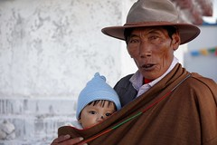 Blessed child, Tibet 2017 (reurinkjan) Tags: tibetབོད བོད་ལྗོངས། 2017 ༢༠༡༧་ ©janreurink tibetanplateauབོད་མཐོ་སྒང་bötogang tibetautonomousregion tar damzhungའདམ་གཞུང་།county blessedchild manandchild namtsoགནམ་མཚོ། namtsochimo namtsochukmo lakenam tibetannationalgarbཕྱུ་བ་phyuba tibetanrobeཆུ་བ་chuba tibetancustomtraditionབོད་ལུགས་bodlugs tibetanchildrenབོད་ཕྲུགbötruk faceགདོང་པ་dongpa གདོང༌dong གདོང་ཁdongkha portrait portraiture facecolorགདོང་མདོགdongdok portrayal picture photograph likeness pilgrimགནས་བསྐོར་བ་nekorwaསྐོར་མིkormi pilgrimageགནས་བསྐོརnekor