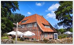 Restaurant in Wilsede (Don111 Spangemacher) Tags: wilsede gebäude schilder himmel heidekreis heide hochsommer historisch dorf sommer reisen romantik restaurant fachwerkhaus fachwerk cafe niedersachsen naturschutzgebiet norddeutschland naturpark